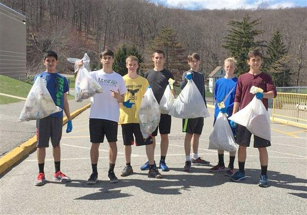 Jefferson students clean up campus